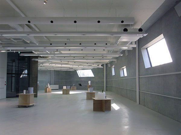 長岡造形大学第3アトリエ棟3|流動的な一体感のある空間