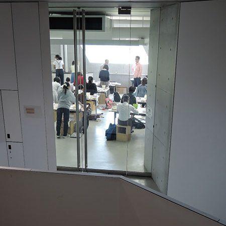 長岡造形大学第3アトリエ棟6|内部の活動を感じとる