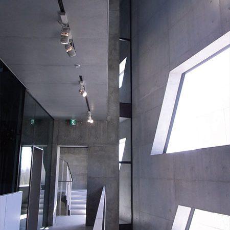 長岡造形大学第3アトリエ棟7|木漏れ日の様な光