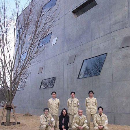 長岡造形大学第3アトリエ棟8|現場の施工者メンバーと私